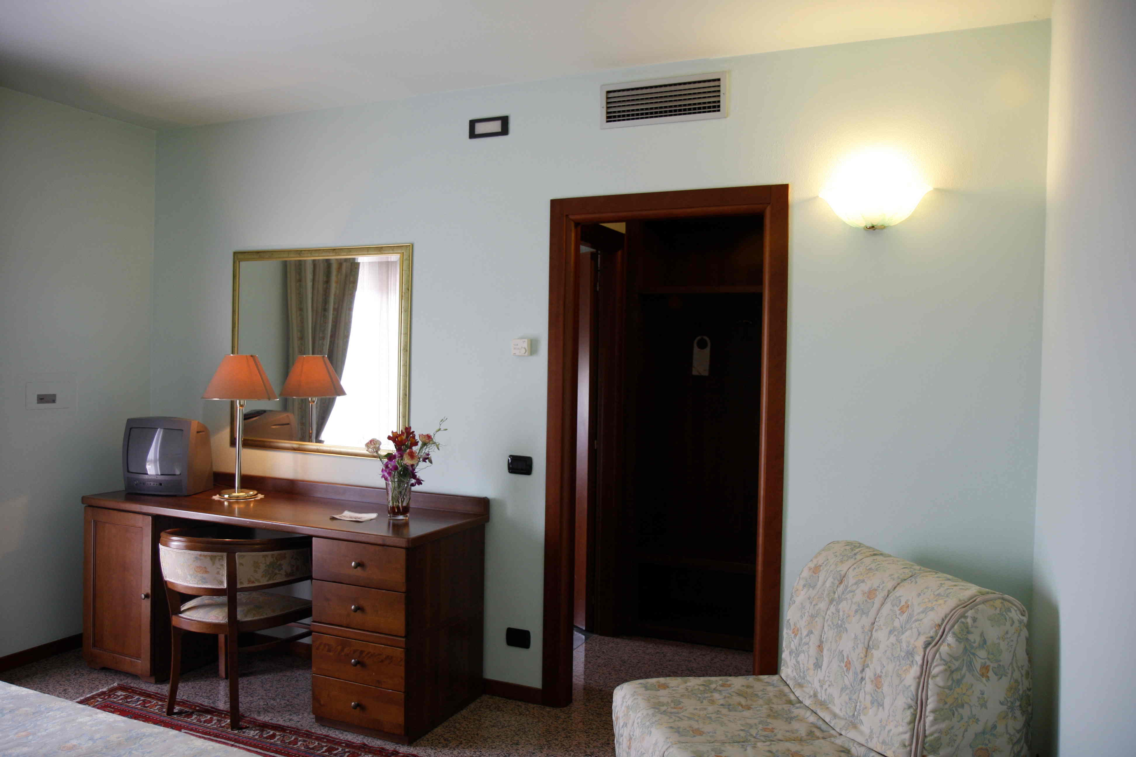Rooms (6)