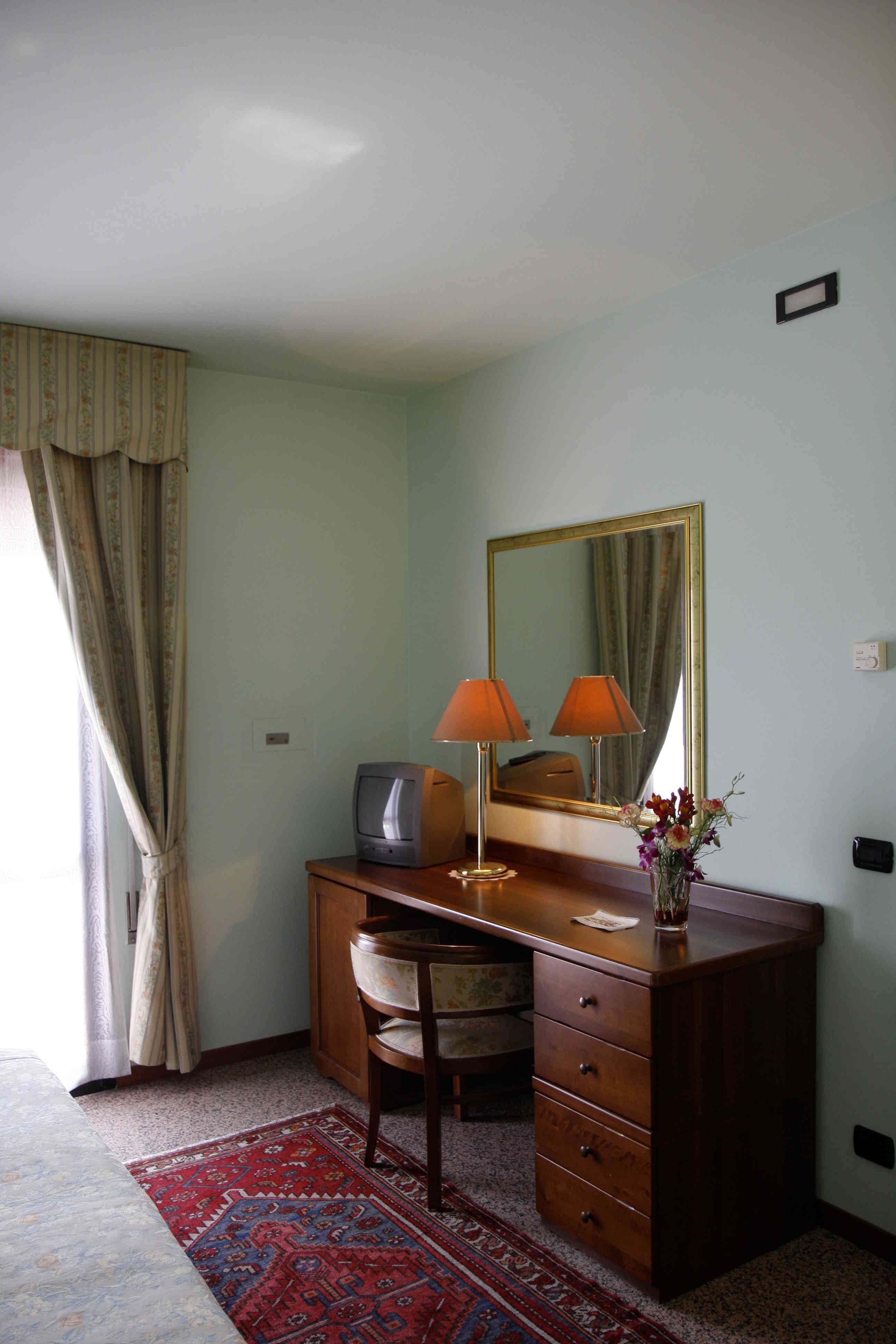 Rooms (7)